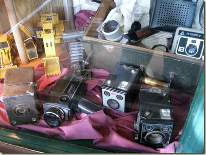 09 Old cameras in store window Pilgrims Rest Mpumalanga ZA (1024x768)
