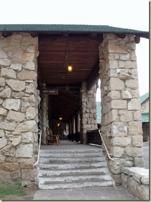 18 Walkway to gift shop, postoffice & saloon at Grand Lodge NR GRCA NP AZ (758x1024)