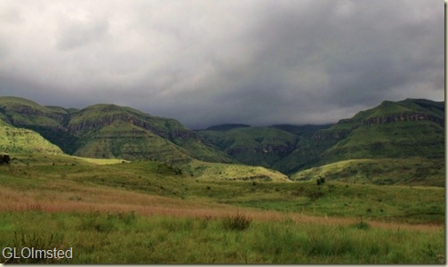 05 Storm clouds over mountains Sterkspruit Falls trail Drakensburg KwaZulu-Natal ZA (800x473)