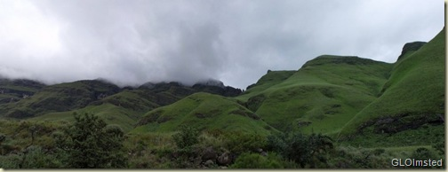 07 Clouds over the mountains Drakensburg hike KwaZulu-Natal ZA pano (1024x387)