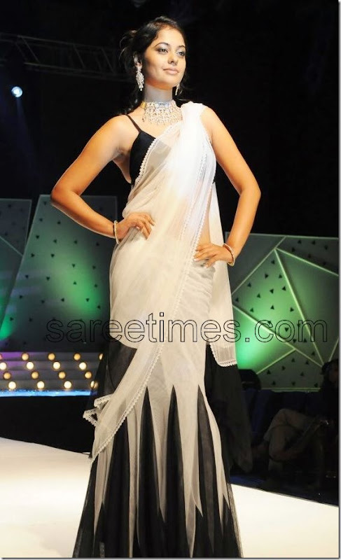BinduMadhavi-Black-White-Designer-Sari- Vaishnavi- Traditiona-l Jewellery -Fashion- Week