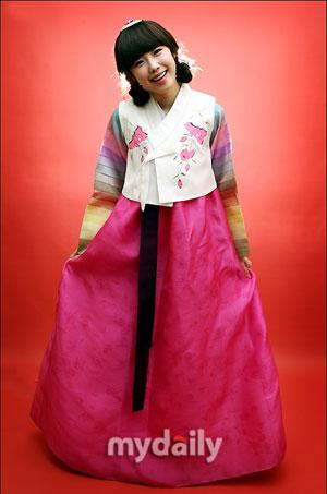 ภาพถ่ายชุดฮันบกของศิลปินต่าง ๆ ในเทศกาลตรุษจีน