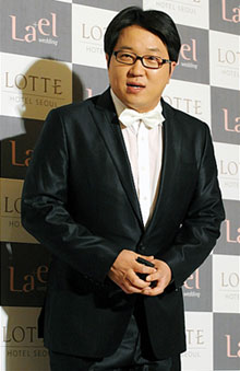 Jung Hyung Don แสดงในมิวสิควิดีโอเพลง Untitled