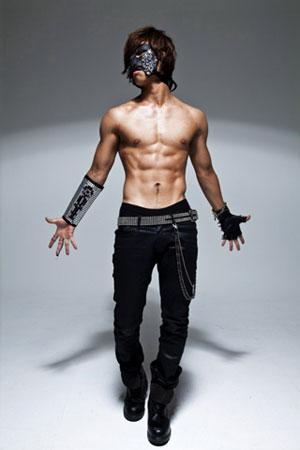 """Daesung ถอดเสื้อโชว์กล้ามท้องใน """"What's Up"""""""