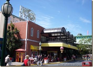 Knott's Bear-y Tales Building