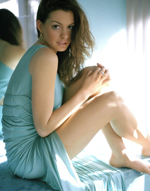 Hot_actress_anne_Hathaway_photo_13
