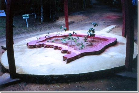Monumento à Reistência dos Povos Indígenas no Monte Pascoal (BA), inaugurado em 19 de agosto de 2001