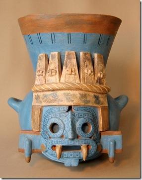 Vaso de cerâmica que apresenta traços de Tlaloc, deus asteca da chuva e da agricultura.