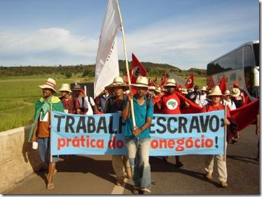 Trabalhadores rurais em protesto contra o trabalho escravo