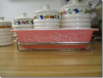 apron and pink pyrex 015