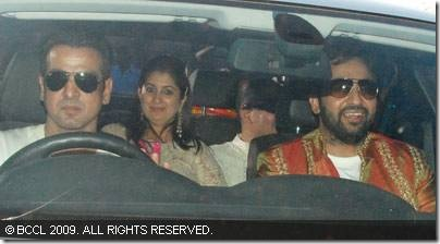 Raj-Kundra-with-Ronit-Roy-arrive-for-the-sangeet-ceremony