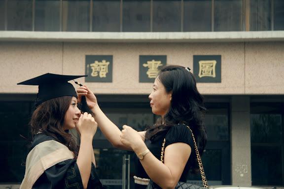 媽媽來看我的畢業會。 - 谈起我的SEE大调 -