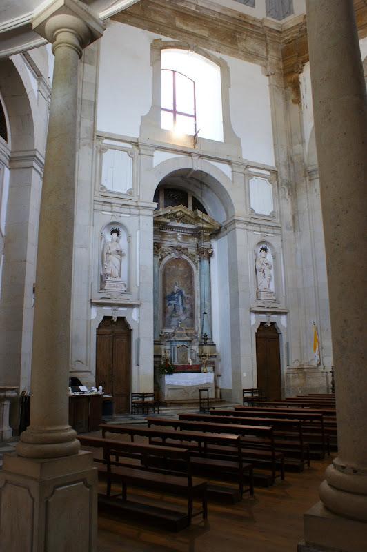 Interior do santuário do senhor da pedra