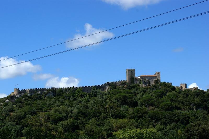 As Muralhas do castelo de òbidos desde o santuário do senhor da pedra