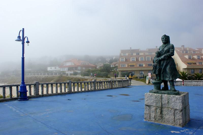 Monumento À familia dos pescadores, Pedras negras;galiza