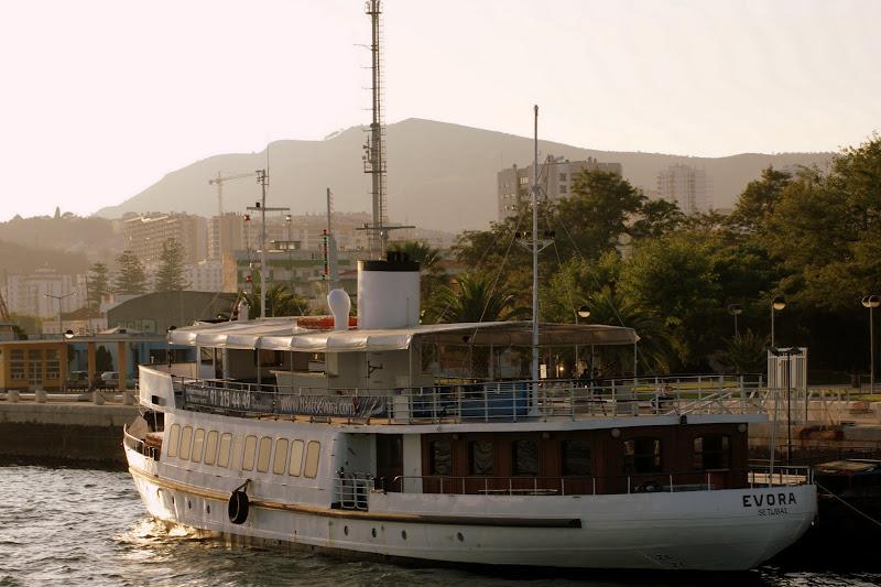 Setúbal, vistas desde o rio Sado, o Évora