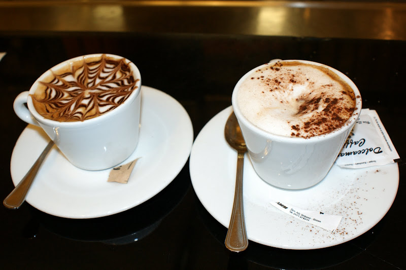 Capuccinos em Roma, Arte em Café