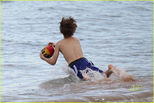 Justin Bieber enjoys an afternoon at Whale Beach in Sydney. The <br />singer decided to dig a big hole in the sand with friends then played <br />some American football. After heating up Justin went for a swim and swam<br /> in the surf, after he got out of the water he posed up with a local <br />girl who was star struck. <P> Pictured: Justin Bieber <br /><B>Ref: SPL174901  240410  </B><BR/> Picture by: <br />Splash News<BR/> </P><P> <B>Splash News and <br />Pictures</B><BR/> Los Angeles:?310-821-2666<BR/> New <br />York:?212-619-2666<BR/> London:?870-934-2666<BR/> <br />photodesk@splashnews.com<BR/> </P>