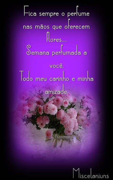Fica sempre o perfume nas mãos que oferecem flores