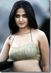Telugu Actress Anushka Shetty looking sexy in Saree.. (4)