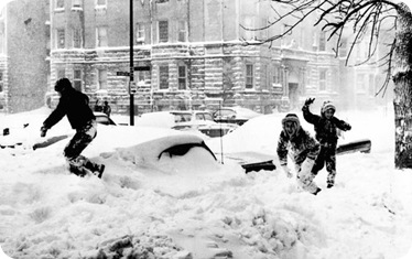At least some enjoyed the snow of the 1967 blizzard. Twenty-three inches of snow, the largest single snowfall in Chicago history, covered the city and suburbs. Children frolic among buried cars in the Edgewater neighborhood, on Chicago&#39;s North Side. (Tribune archive photo) ..OUTSIDE TRIBUNE CO.- NO MAGS,  NO SALES, NO INTERNET, NO TV, CHICAGO OUT.. &quot;Chicago Days&quot; 00288152A 150 year images