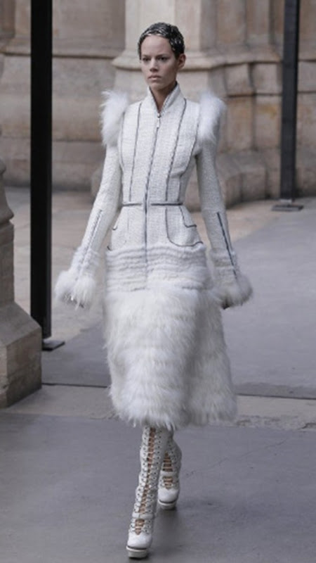 McQueen FallWinter 2011 Sarah Burton Turns Out Royal Wedding-Worthy Collection (PHOTOS) - Mozilla Firefox 4182011 123623 PM.bmp