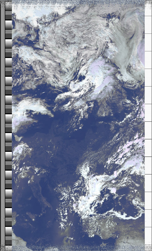 NOAA 18 northbound 51E at 10 Jul 2010 11:28:50 GMT on 137.9125MHz, HVCT enhancement, Normal projection, Channel A: 1 (visible), Channel B: 4 (thermal infrared)