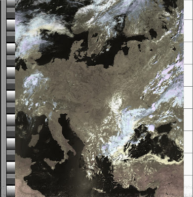 NOAA 19 northbound 57E at 10 Jul 2010 11:25:14 GMT on 137.10MHz, HVC enhancement, Normal projection, Channel A: 2 (near infrared), Channel B: 4 (thermal infrared)