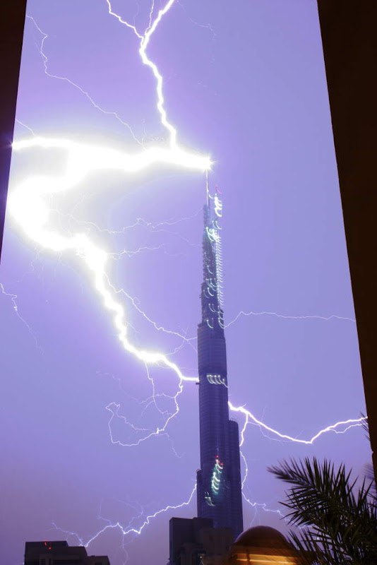 Fwd: Lightning on Dubai tower