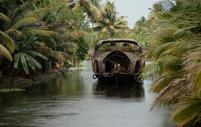 HOUSE BOATS IN KERALA.