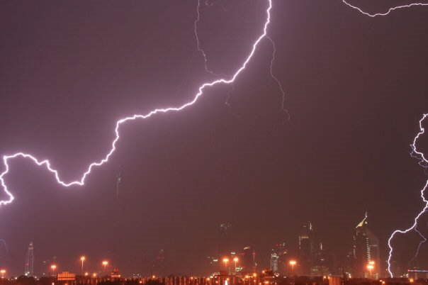 Photos of Lightning striking Burj Dubai - World's Tallest Tower