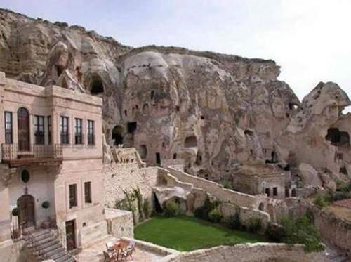 10 Amazing Hotels Around the World