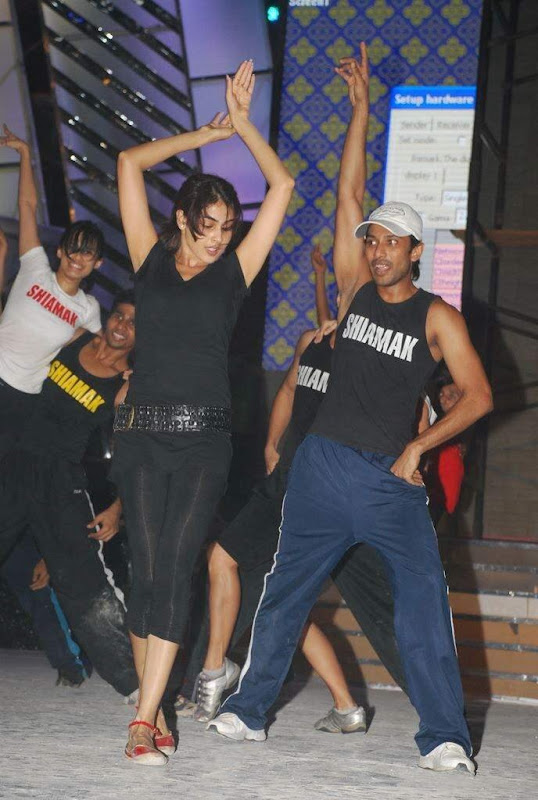 Genelia D'Souza rehearsing for Miss India 2009 - Photos