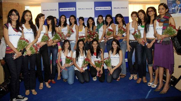 Want a Job in Bajaj Allianz!!! Real hot attractive girls/beauties