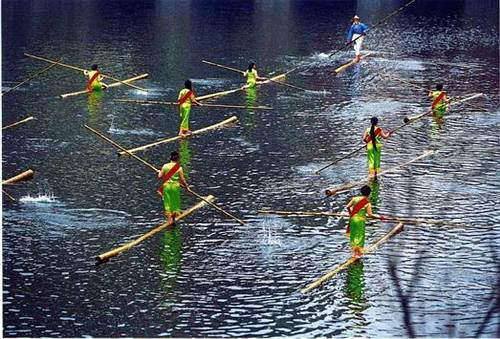 New Sport, Single Bamboo Cane Water Race: Cool Chinese Sport!