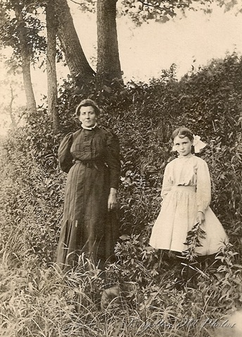 Postcard Woman and Girl BVA