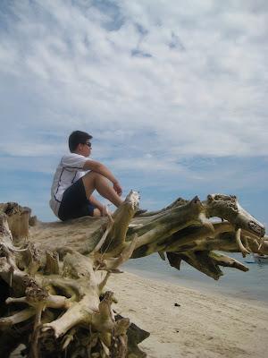 Hubby looking through the relaxing atmosphere at Babu Santa, Talikud Island.