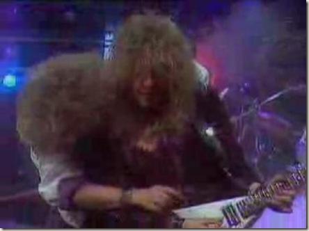 El guitarrista y el cantante de Sangre Azul en una actitud extremadamente amistosa