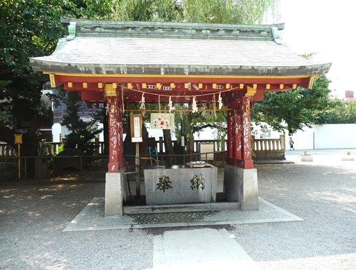 asakusa shrine - local para purificar