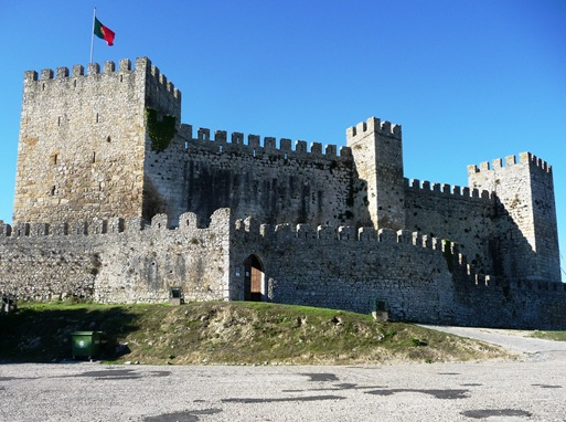 Resultado de imagem para castelo de montemor o velho