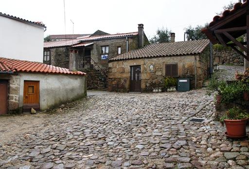 Belmonte - rua ao redor do castelo 2