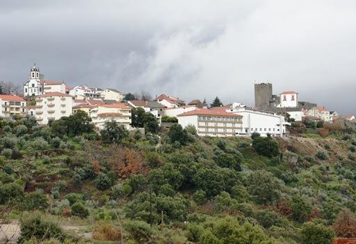 Belmonte - vista da igreja matriz e castelo