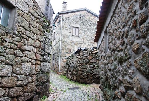 Belmonte - rua ao redor do castelo 3