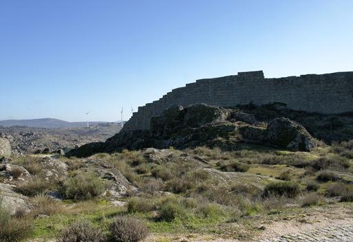sortelha - exteriorr da muralha do castelo