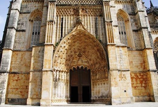 Batalha - Mosteiro de Santa Maria da Vitória - porta da igreja