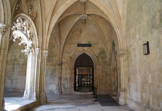 Batalha - Mosteiro de Santa Maria da Vitória - museu do soldado desconhecido - oferendas