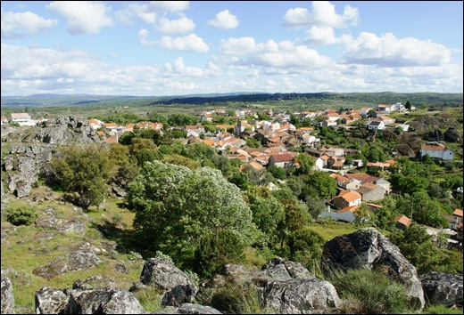 Glória Ishizaka - Vila do Touro - vista da vila a partir do marco geodésico
