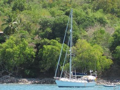 yacht_in_der_anse_d'Arlet