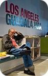 Lector en el pabellón de Los Ángeles, invitado de honor de la 23 Feria Internacional del Libro de Guadalajara. Guadalajara, México. Diciembre 04, 2009 © Cortesía FIL Guadalajara / Gonzalo García Ramírez.