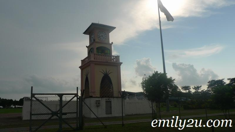 Pekan Nanas clock tower